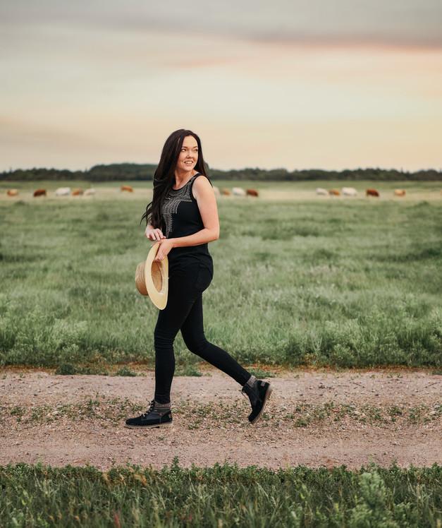 Meggan. Portrait photography session. Lloydminster, Alberta, Saskatchewan photographer. VO IMAGES PRODUCTION
