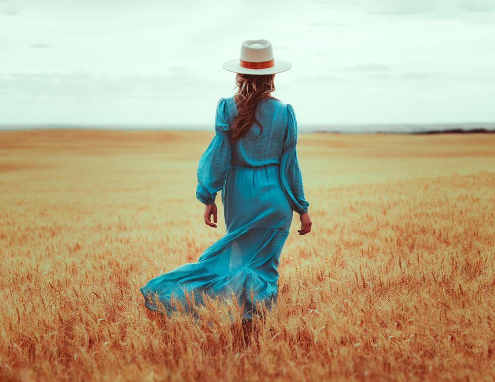 Girls portrait session. Prairies. Vintage dress style.VO IMAGES.jpg.jpg.jpg