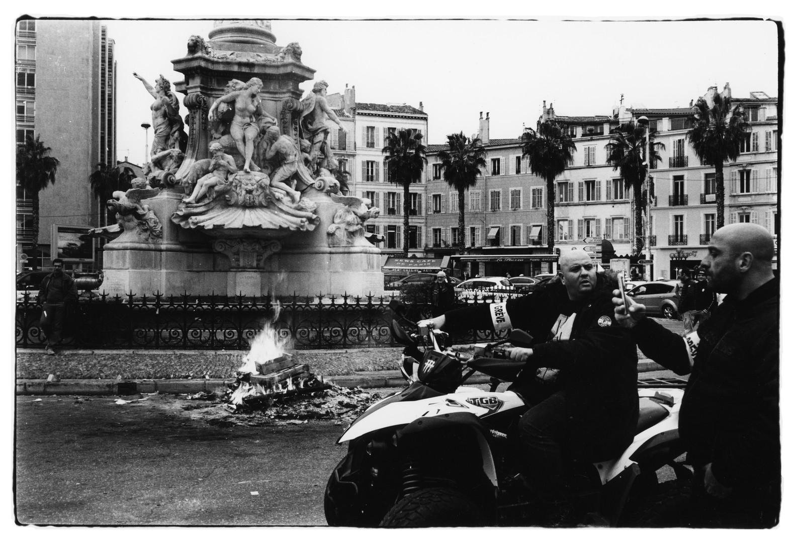 Marseille taxi fire.jpg