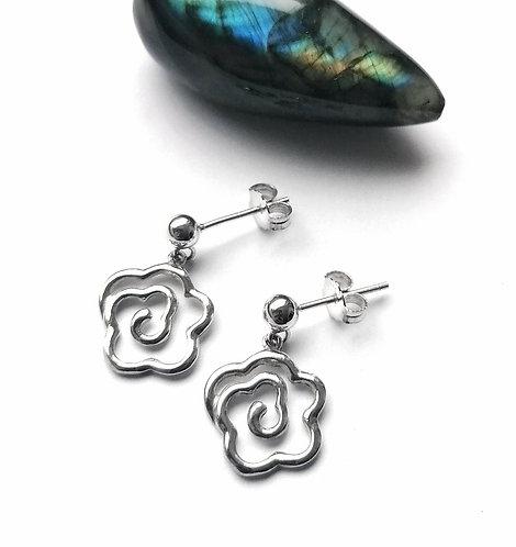 Silver spiral daisy stud earrings