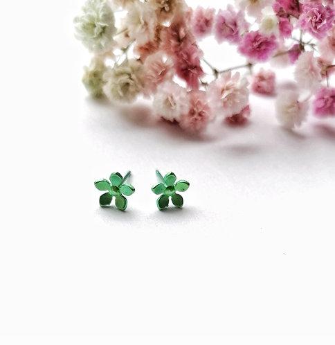 Titanium green daisy stud earrings