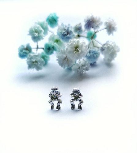 Silver frog stud earrings