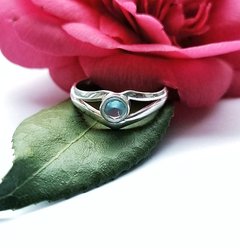 Silver & blue topaz ring - Size S