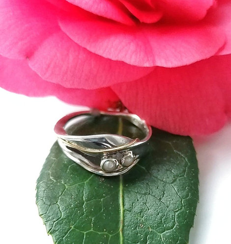 Silver & pearl ring with gold detail - Size N