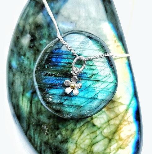 Silver mini daisy necklace