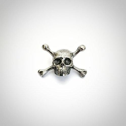 Skull & crossbones Lapel pin