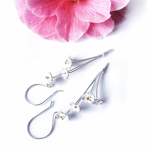 Silver beautiful bunch of flowers earrings