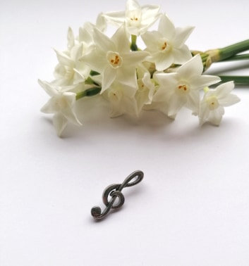 Music lapel pin