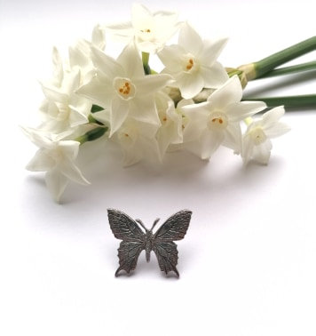 Butterfly classic lapel pin