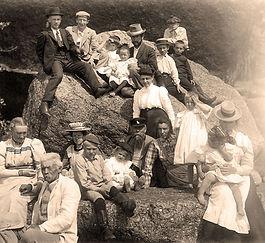 Perhekuva (1899) Kivinabb.jpg
