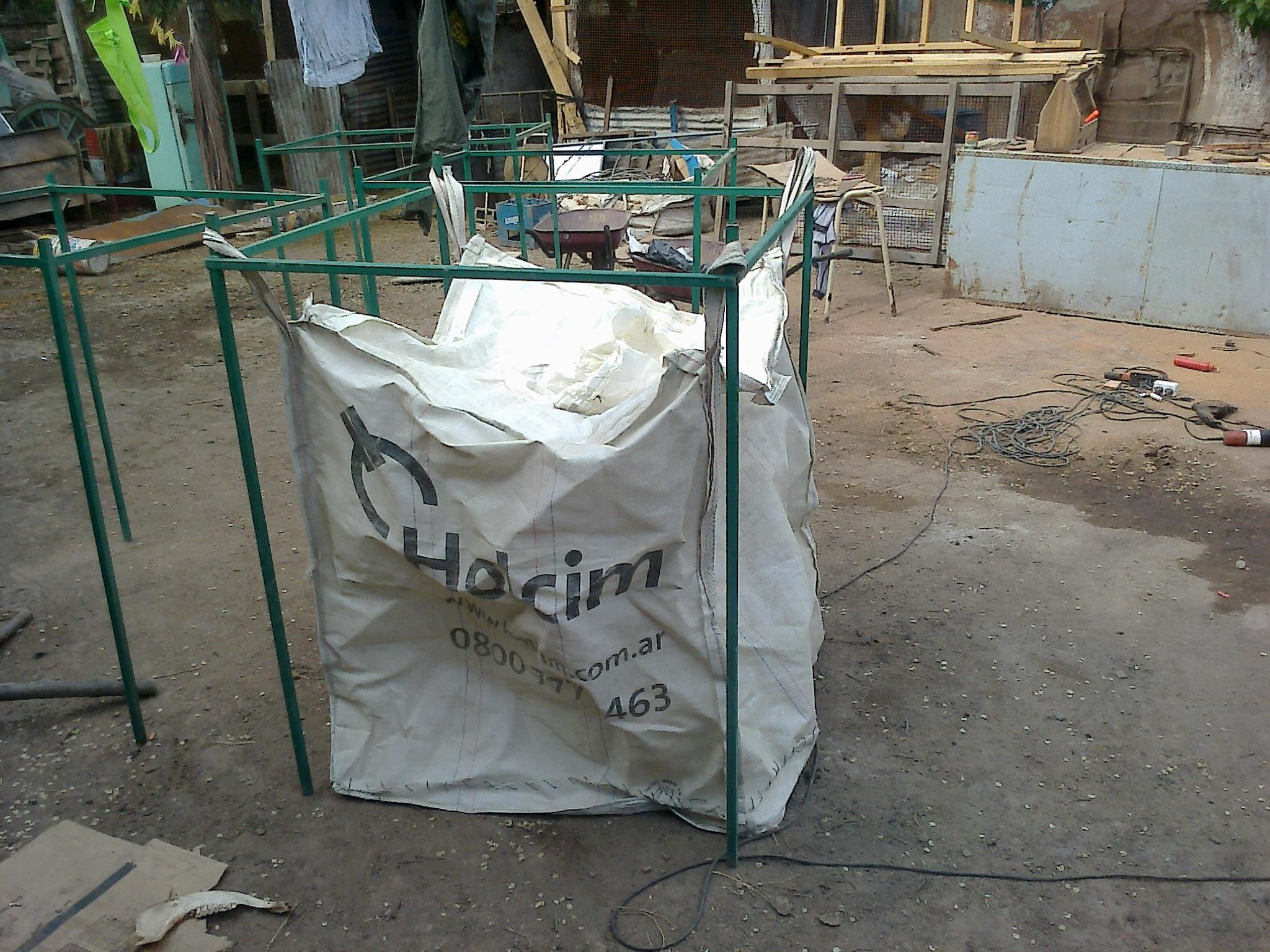 Estructura con bolsón p/cartón
