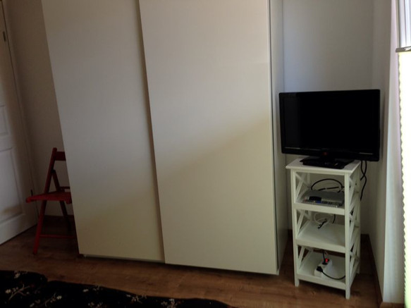 EG-Schlafzimmer_TV_braun.jpg