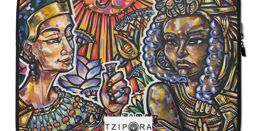 Tzipora Art   Queen Nefertiti and Queen Tiye Play Senet Laptop Sleeve