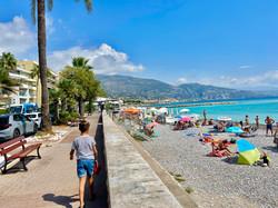 plage de Roquebrune à 10 min à  pied