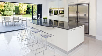 Serious Entertainer - Kitchens by Kuche & Bagno