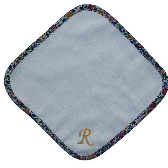 [COCOWALK]イニシャル刺繍ハンカチ「R」