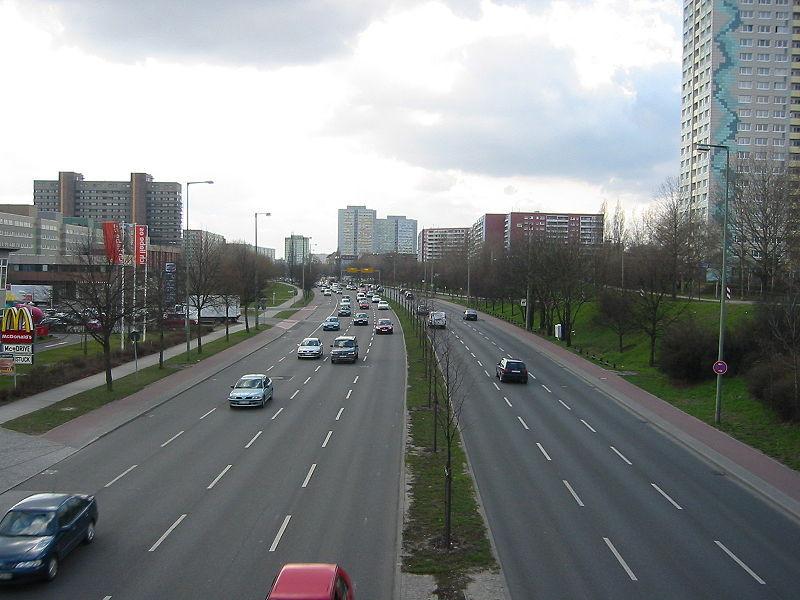 strada_urbana_tre_corsie