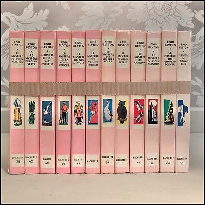 """12 livres de la série """"Mystère"""" de Enid Byton."""