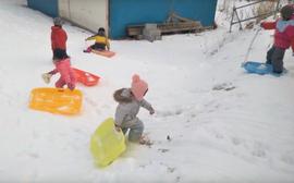 Have a fun sledging!/玩雪橇!/楽しいソリ遊びができます!