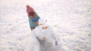 Snow man making/雪人制作/雪だるま作り