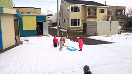 Besf place for children to play in snow!/儿童在雪地里玩耍的最佳场所!/広い庭で子供が雪で遊べます!