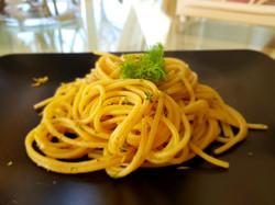 Spaghetti alici, limone e finocchietto