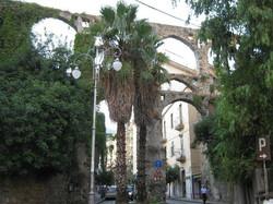 medieval-aqueduct_451084