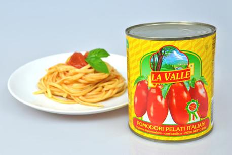 Peeled_tomato_w_spaghetti.jpg