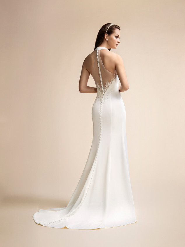 Available in Ivory, Size 8 (Sample Sale Only)