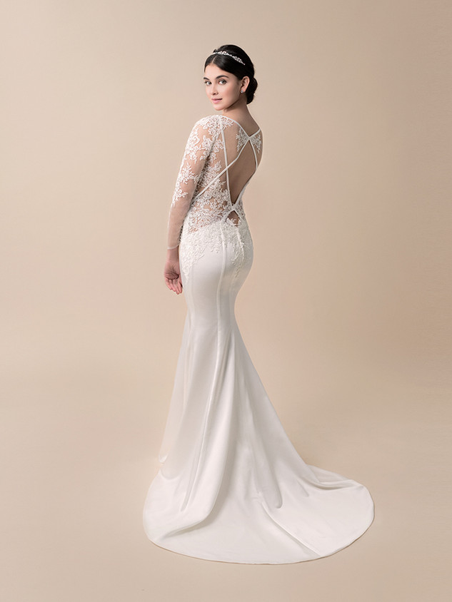 Available in Ivory, Size 4 (Sample Sale Only)