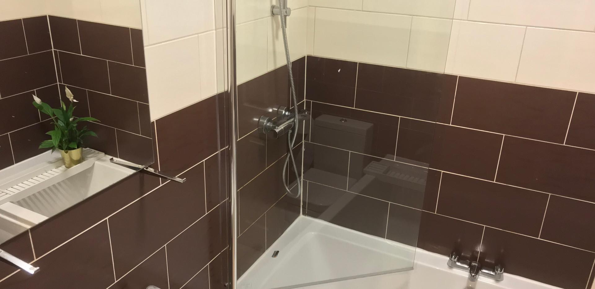 SH Cardigan Bathroom 1.jpg