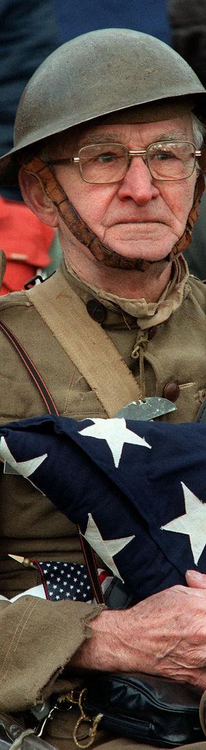 World_War_I_veteran_Joseph_Ambrose,_86,_at_the_dedication_day_parade_for_the_Vietnam_Veterans_Memori