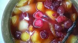 Fruits pochés à la Pietra
