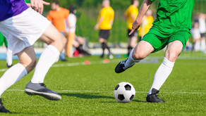 Sentir dores nas costas após jogar futebol pode ser sinal de alerta