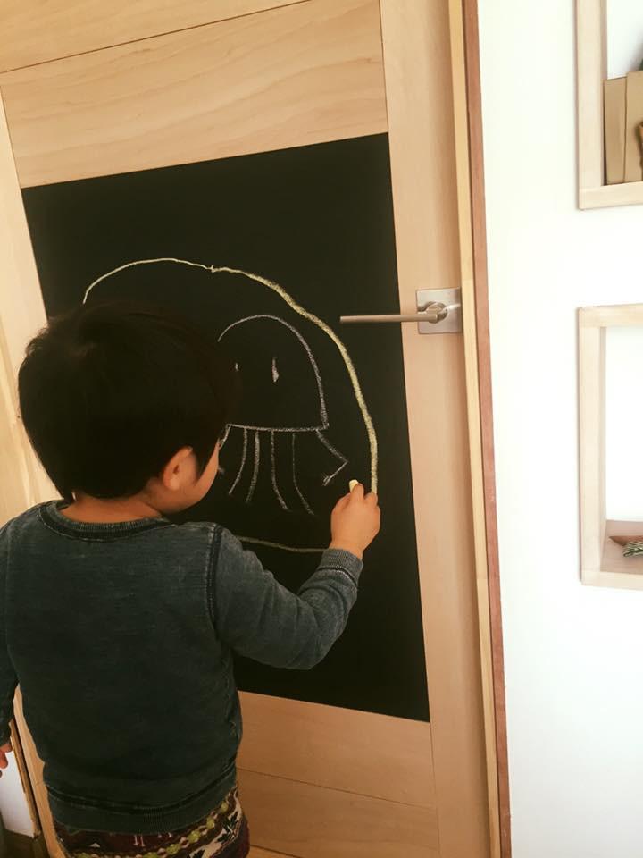 落書きできるドア かべ 黒板