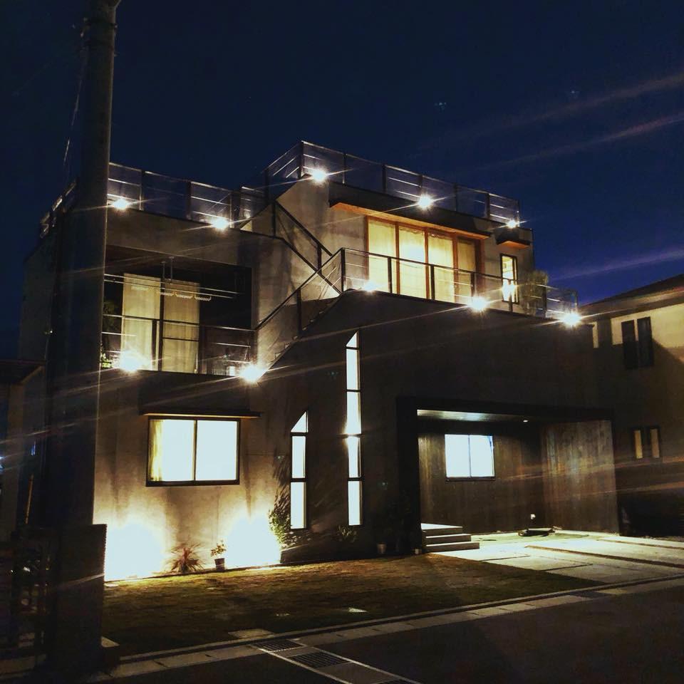 トートアーキテクツ  大地の家 夜景