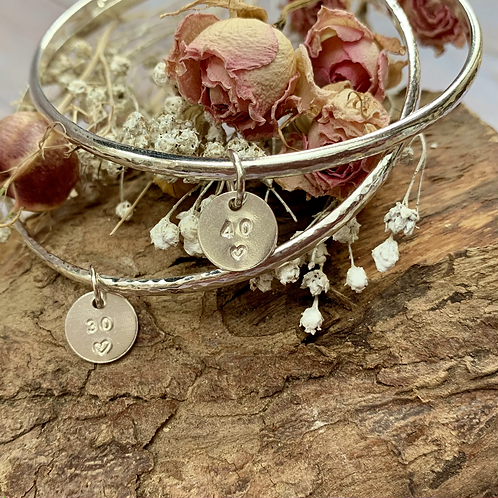 Sterling silver hallmarked D shaped wire bracelet with hand stamped disc