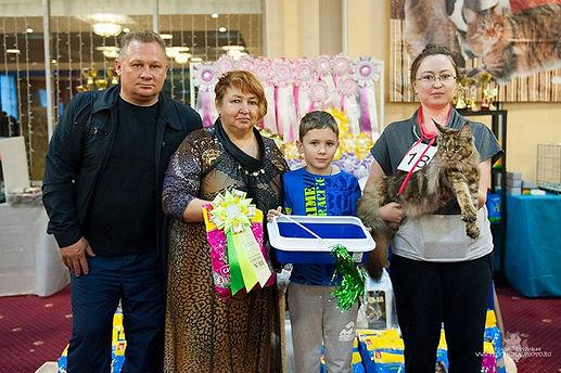 эксперт WCF Татьяна Комарова и котенок мейн кун Delius Line Dominanta