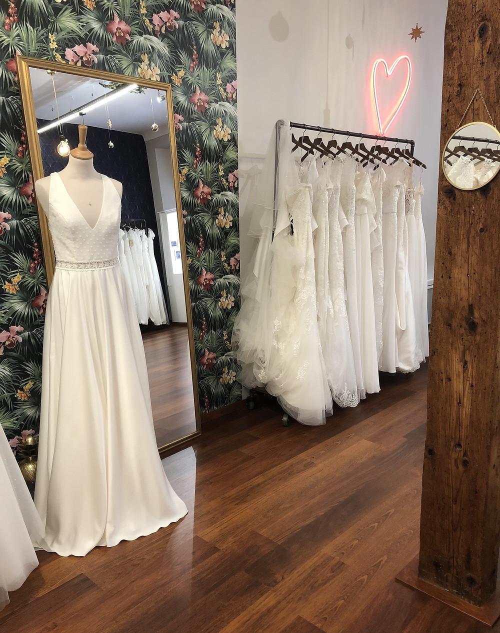 Venez découvrir notre salon | Plumetis, Robes de Mariée à Toulouse & accessoires pour mariées |