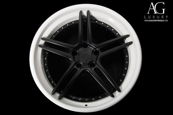 agl15-spec3-matte-black-gloss-white-lip-