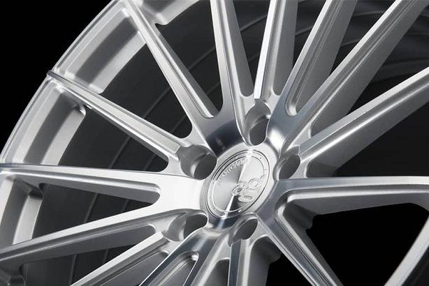 m615_silver-1024x684-min-768x513.jpg