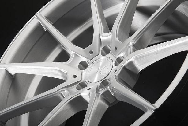 m652-brushed-silver-1024x684-min.jpg