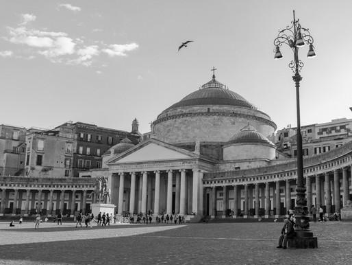 LA CITTÀ PIÚ BELLA DEL MONDO E DOPP''E CUNFIETTE VÈNENO 'E DIFIETTE (NAPOLI, ITALIA).
