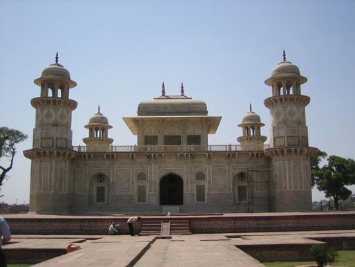 Itmad Ud Daulah / Tomb of Mirza Gyiath Beg