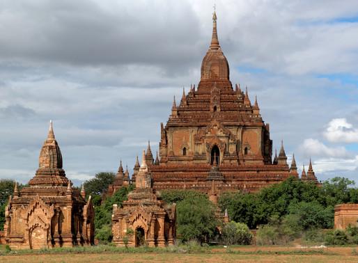 Tharaba Gate / Htilominlo Temple