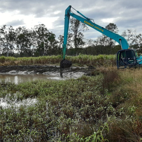 Bonelli Plant Hire Desilting Dams Long Reach Excavator Hire