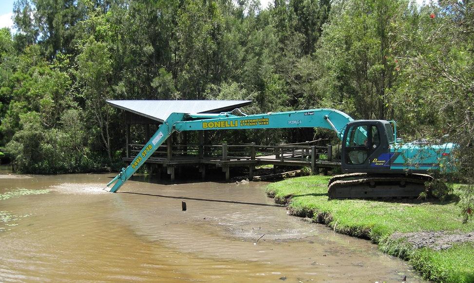 Bonelli Plant Hire Long Reach Excavator Dam cleaning brisbane