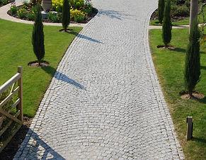 driveway in granite setts