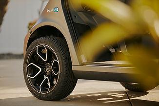 WebMedium_JPG-gem-my22-detail-titaniumgray-tire-driveway.jpg
