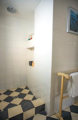 חדר רחצה מחדר ההורים
